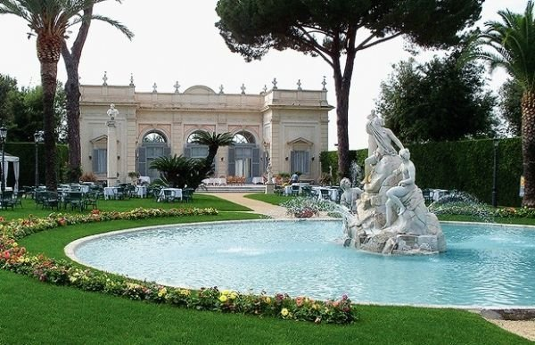 Apericena in the Luxurious Gardens of the Quirinale
