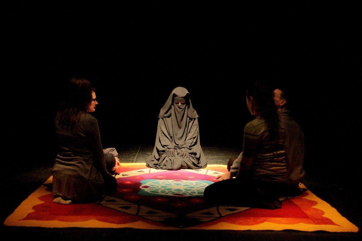 Élőkép Színház: A szőnyeg
